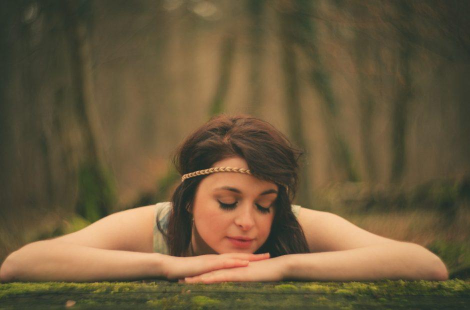 Schöne Romantische Frau Im Wald. fotograf Mosbach Umgebung